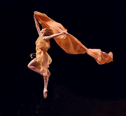 跟着音乐自由舞蹈:现代舞音乐选择技巧